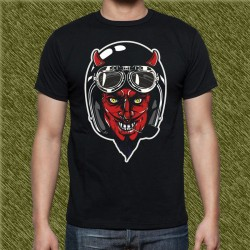 Camiseta negra, demon con casco