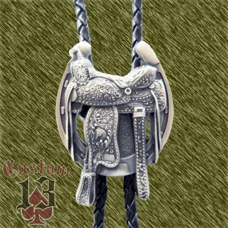 Bolo corbatín chapado en plata,silla de montar