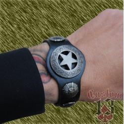 pulsera de cuero con forma, con adorno metálico estrella
