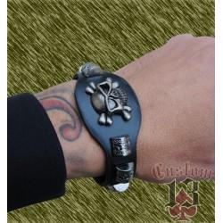 pulsera de cuero con forma, con adorno metálico calvera