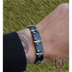 pulsera de cuero, con adorno metálico flor de lis