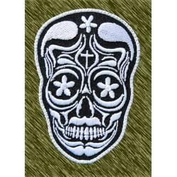 Parche bordado, calavera mexicana blanca