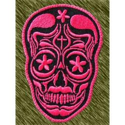 Parche bordado, calavera mexicana rosa