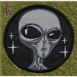 Parche bordado, cabeza alien gris