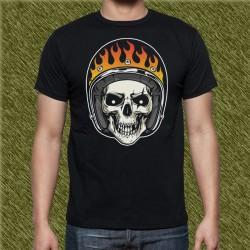Camiseta negra, calavera casco con llamas
