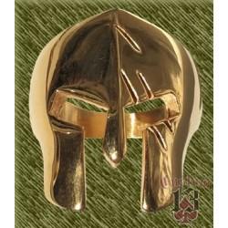 Anillo de acero, casco pretoriano dorado