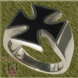 Anillo de acero, cruz con esmalte negro