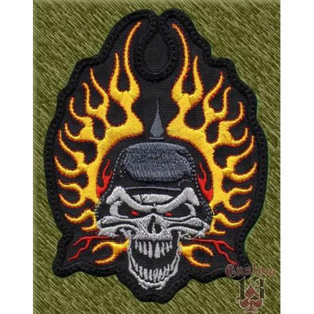 Parche bordado, calavera con casco y llamas laterales