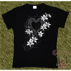 Camiseta Dark13 mujer, corazón con flores blancas