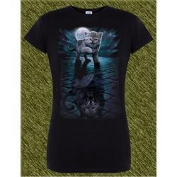 Camiseta negra de mujer, la sombra del gato