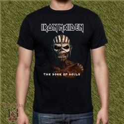 Camiseta negra, iron maiden, the book of soul